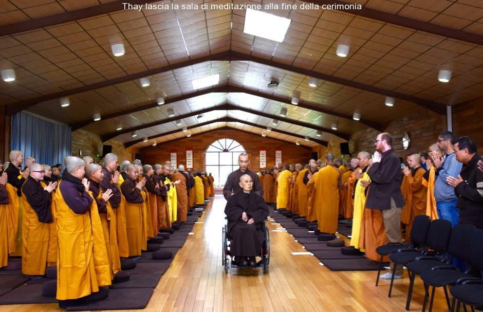 Thay lascia la sala di meditazione